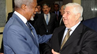 A handout picture released by the official Syrian Arab News Agency (SANA) shows Syrian Foreign Minister Walid al-Muallem shaking hands with UN-Arab League envoy Kofi Annan (L) following a meeting in the Syrian capital Damascus on July 9, 2012 (AFP Photo / HO)