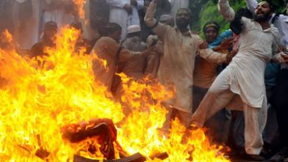 Pakistani Sunni Muslims torch a US flag during a protest against an anti-Islam movie in Lahore on September 17, 2012.(AFP Photo / Arif Ali)