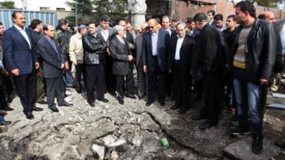 Syria, Damascus: Deputy Arab League Seretary General Samir Seif al-Yazal inspects with a group of Arab observers the site of a suicide attack, which targeted the Syrian General Intelligence headquarters, in Damascus on December 23, 2011. (AFP Photo / Louai Beshara)