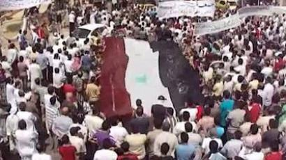 An image grab taken from footage uploaded on YouTube shows hundres of anti-regime protesters demonstrating in the northwestern Syrian city of Idlib on August 19, 2011 (AFP Photo / Youtube)