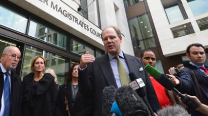 Vaughan Smith (C) speaks to members of the media after appearing at Westminster Magistrates' Court in London October 3, 2012 (Reuters / Paul Hackett)