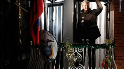 WikiLeaks founder Julian Assange gestures from the balcony of Ecuador's Embassy as he makes a speech, in central London December 20, 2012.(Reuters / Luke MacGregor)