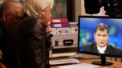 Julian Assange talking with Ecuador President Raphael Correa