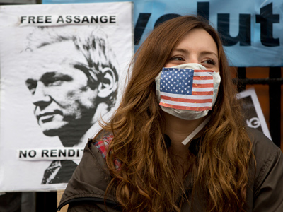 A supporter of WikiLeaks founder Julian Assange sits outside Ecuador's Embassy in London (Reuters / Neil Hall)