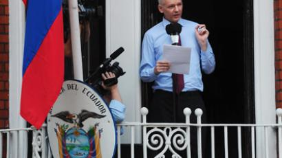 Wikileaks founder Julian Assange addresses the press and supporters from the balcony of the Ecuadorian Embassy in London  (AFP Photo)