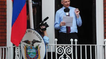 Wikileaks founder Julian Assange addresses the press and supporters from the balcony of the Ecuadorian Embassy in London.(AFP Photo / Carl Court)