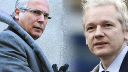 Baltasar Garzon and Julian Assange (AFP Photo/RT)