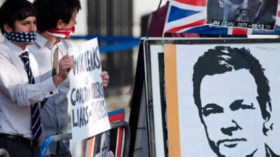 Protesters supporting Wikileaks founder Julian Assange hold placards outside the Supreme Court in London (	REUTERS/Ki Price)