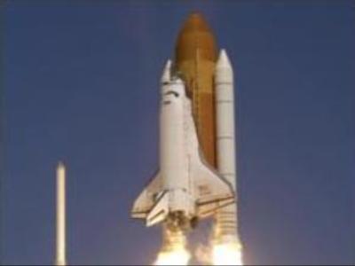 Atlantis heads towards ISS