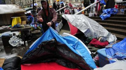 New York : An Occupy Wall Street member sets up a tent as rain falls at Occupy Wall Street on Zuccotti Park near Wall Street in New York. (AFP Photo/Emmanuel Dunand )