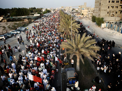Thousands swamp Bahrain highway in first legal 'Freedom and Democracy' demo in weeks (PHOTOS)