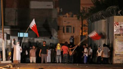 Anti-government protesters wave Bahraini flags during a protest in Maqusha village, west of Manama.(REUTERS / Hamad I Mohammed)
