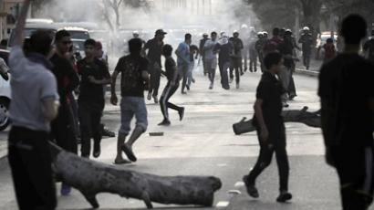 Bahraini Shiite protesters clash with riot police following the funeral of 43-year-old Asia Hassan al-Madeh in the western Manama suburb of Jidhafs on November 06, 2012. (AFP Photo / Mahammed Al-Shaikh)