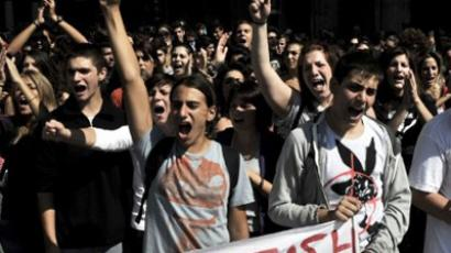 High school students march towards the Greek Parliament during a demonstration against austerity measures, the loss of jobs, the lack of books and teachers due to the crisis, on October 3, 2011 (AFP Photo / Louisa Gouliamaki)