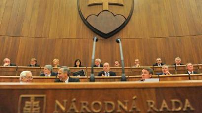 Slovak Parliament Speaker Richard Sulik opens a parliamentary session on the eurozone's debt rescue fund on October 11, 2011 in Bratislava (AFP Photo / Samuel Kubani)
