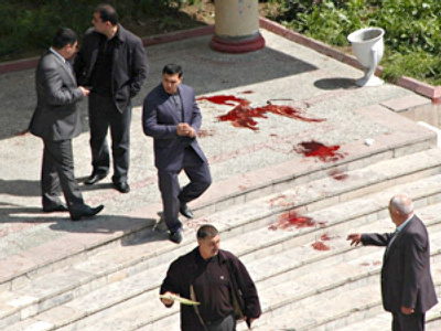 Azerbaijani police guard the site of a bloody shooting at the Azerbaijan State Oil Academy in Baku on April 30, 2009 (AFP Photo / Adil Kazomov)