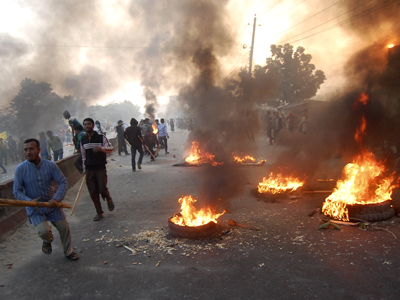 Activists of Bangladesh's Jamaat-e-Islami party set fire to tyres as they block a street in Narayanganj December 4, 2012. (Reuters)