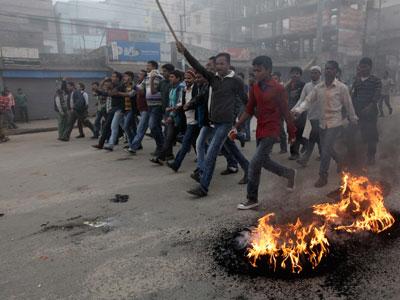 4 killed, 600 injured as Bangladesh protests turn violent (PHOTOS)