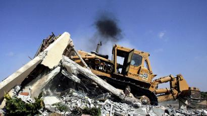 An Israeli bulldozer destroys a home in the southern Gaza Strip, Gush Katif settlement of Bedolah (AFP Photo/David Furst)