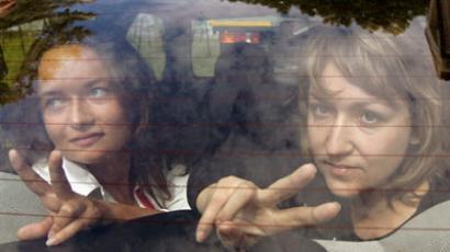 Irina Kozlik and Yulia Doroshkevich after the court hearings, August 9 (REUTERS / Vasily Fedosenko)
