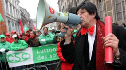 A man dressed as Belge Prime Minister Elio Di Rupo uses a megaphone during a symbolic strike action of CSC Christian Union of Mons-La Louviere, in front Di Rupo's residence in Mons, on January 30, 2012 (AFP Photo / VIRGINIE LEFOUR)
