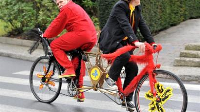 BELGIUM, Brussels: Dutch-speaking Leon Zoetebier (black) and French-speaking Franz Coquidor (red) bicycle in opposite directions in the streets of Brussels, on January 27, 2011 to highlight Belgium's ongoing political crisis (AFP Photo/ Georges Gobet)