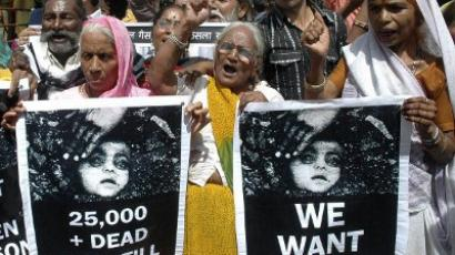 Indian demonstrators shout slogans and wave placards as they stage a protest outside a courthouse in Bhopal following the sentences handed handed down to the managers of the company blamed for the catastrophic 1984 Bhopal disaster (AFP Photo / STR / Files)