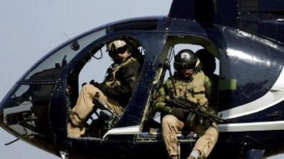 Baghdad : Members of the US blackwater security firm scan Baghdad city centre from their helicopter 05 February 2005. (AFP Photo/Marwan Naamani)
