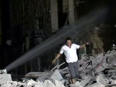 Syrian man searching for the people after an explosion in Aleppo on September 9, 2012 (AFP Photo / HO / SANA)