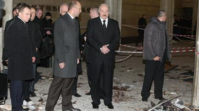 "Belarusian President Aleksandr Lukashenko (second from right) inspects the site of the explosion at ""Oktyabrskaya"" metro station. (RIA Novosti / BTA )"