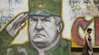 A woman walks past graffiti of Bosnian Serb fugitive general Ratko Mladic in Belgrade June 11, 2009 (Reuters/Marko Djurica)