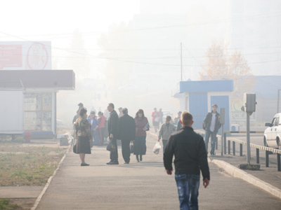 The streets of Bratsk blanketed by smoke from forest fires, October 1, 2011 (RIA Novosti / Gennady Taraskov)