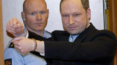Norwegian right-wing extremist Anders Behring Breivik (R), 32, arrives in court in Oslo (AFP Photo / Daniel Sannum Lauten)