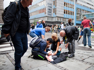 People are treated at the scene after an explosion near the government buildings in Norway's capital Oslo on July 22, 2011 (AFP PHOTO / Scanpix  / Thomas Winje Oijord / Norway Out)
