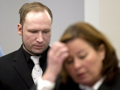 Self-confessed mass murderer and right-wing extremist Anders Behring Breivik (L) speaks to his defence lawyer Vibeke Hein Baera (R) in the central court in Oslo on April 20, 2012 (AFP Photo / Sannum Lauten)