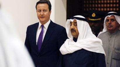 British Prime Minister David Cameron walks with Kuwaiti parliament speaker Jassem al-Khorafi at the Kuwait National Assembly on February 22, 2011, in Kuwait City (AFP Photo / Yasser Al-Zayyat)