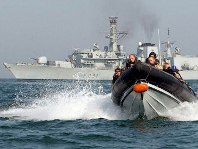 Undated handout picture taken in an unlocated place by the British Ministery of Defence (MOD) shows a Royal Marine Boarding Team in front of the HMS Argyll (AFP Photo / MOD)