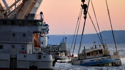 The floating cranes and Bulgaria's upper deck (Picture by RIA Novosti)
