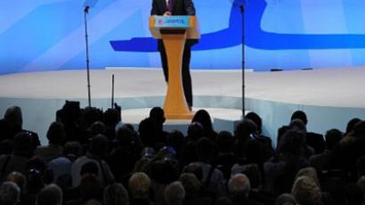 British Prime Minister David Cameron addresses delegates on the final day of the Conservative Party Conference in Manchester, on October 5, 2011 (AFP Photo / ANDREW YATES)