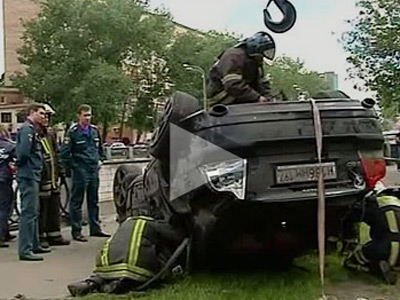 Driver of the Volvo died in the accident. Still from a Vesti24 TV channel.