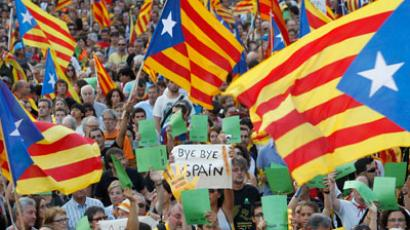 Marchers wave Catalonian nationalist flags as they demonstrate during Catalan National Day in Barcelona.(Reuters / Albert Gea)