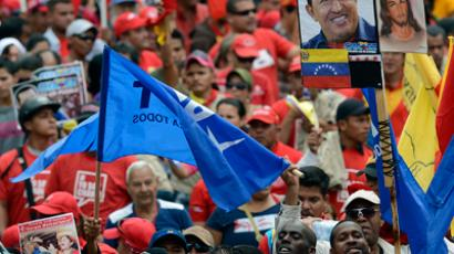 Supporters of Venezuelan President Hugo Chavez gather outside Miraflores presidential palace during an event in homage of Chavez, in Caracas on January 10, 2013 (AFP Photo / Juan Barreto)