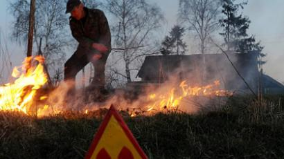 A man controls a fire as he burns his fallow field in the abandoned village of Rudnoye on April 20, 2011 close to the 30km exclusion zone around the Chernobyl nuclear reactor (AFP Photo / Getty Images)