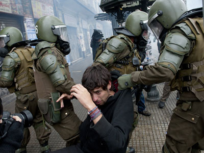 Mass arrests in Chile after police teargas student protest (PHOTOS)