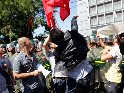 A demonstrator throws an egg at the Japanese embassy during a protest in Beijing September 15, 2012 (Reuters / Jason Lee)