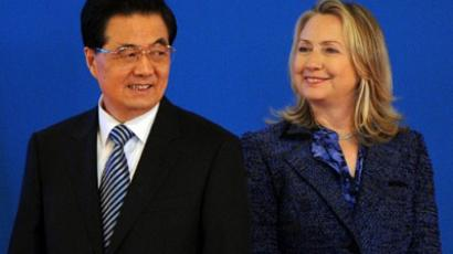 US Secretary of State Hillary Clinton and Chinese President Hu Jintao attend the opening ceremony of the US-China Strategic and Economic Dialogue at the Diaoyutai Guesthouse in Beijing on May 03, 2012 (AFP Photo / Mark Ralston)