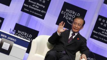 DALIAN : China's Premier Wen Jiabao gestures as he delivers his keynote address at the summer session of the World Economic Forum in the Chinese port city of Dalian, northeast China's Liaoning province on September 14, 2011. (China Out /  AFP Photo )