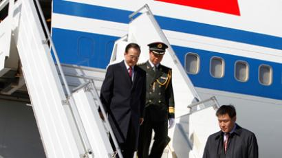 Chinese Premier Wen Jiabao arrives in Keflavik April 20, 2012 (Reuters / Ingolfur Juliusson)