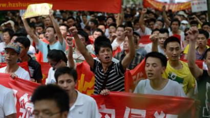 People hold banners and shout slogans as they attend a rally to protest against Japan's claim of islands known as Senkaku in Japan and Diaoyu in China, in Hangzhou, east China's Zhejiang province on August 19, 2012. (AFP Photo/China Out)