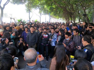 China censorship row escalates to rare street protest (PHOTOS)